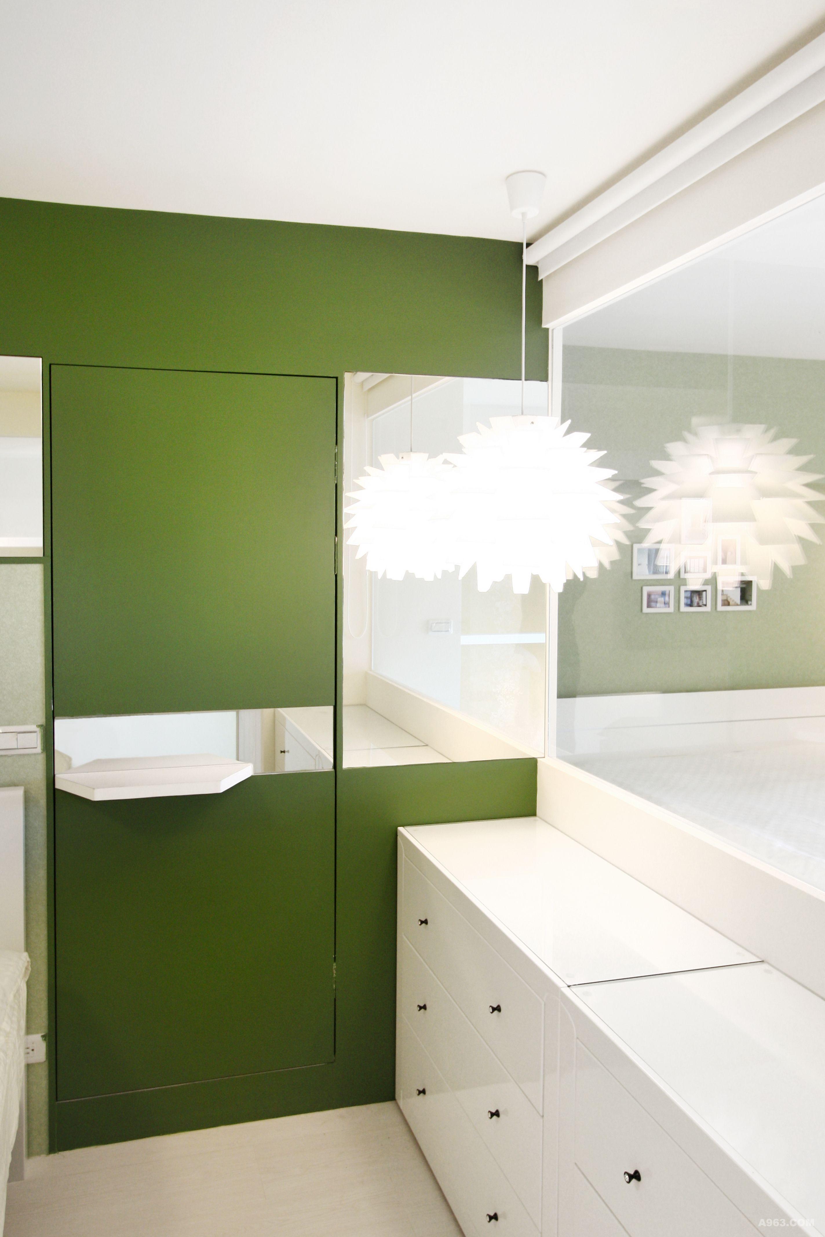 延續綠色主題的壁紙到二樓臥室空間.